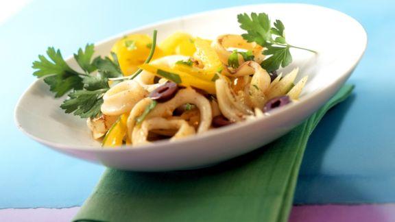 Rezept: Tintenfischsalat nach portugiesischer Art mit Paprika und Oliven