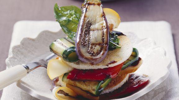 Rezept: Toast mit Gemüsesalat