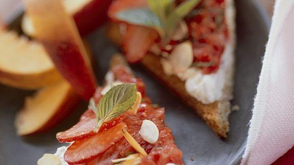 Rezept: Toast mit Quark und Erdbeeren