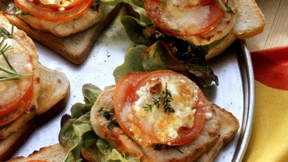 Rezept: Toast mit Steak, Salat und Tomaten