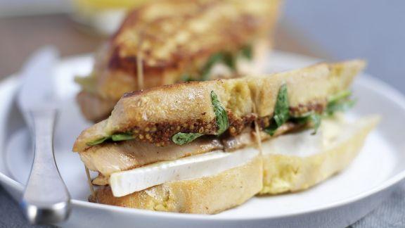 Rezept: Toast-Sandwich mit gegrilltem Lachs