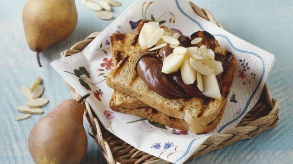 Rezept: Toastbrot mit Schokocreme und Birne