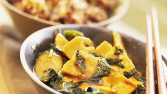 Rezept: Tofu mit Blattspinat und Bambusprossen