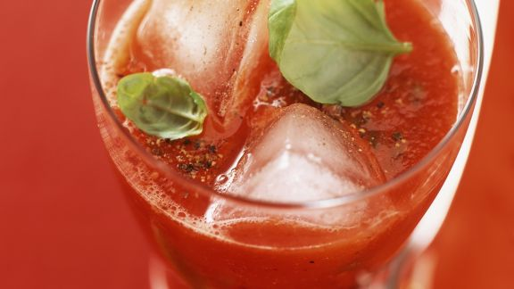 Rezept: Tomaten-Drink mit Basilikum