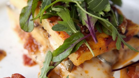 Rezept: Tomaten-Käse-Polenta mit Rucola