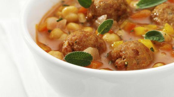 Rezept: Tomaten-Kichererbsensuppe mit Hackbällchen