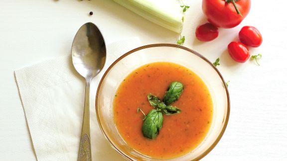 Rezept: Tomaten-Kräuter-Cremesuppe