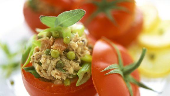 Rezept: Tomaten mit Füllung aus Thunfisch und grünem Pfeffer