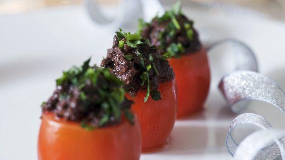 Rezept: Tomaten mit Olivenpaste gefüllt