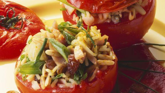 Rezept: Tomaten mit Reisfüllung und Sauce