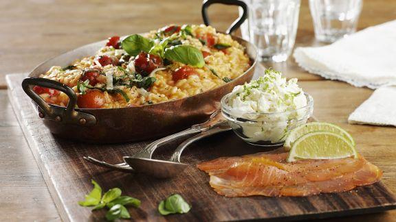 tomaten risotto mit basilikum und ger uchertem lachs rezept eat smarter. Black Bedroom Furniture Sets. Home Design Ideas