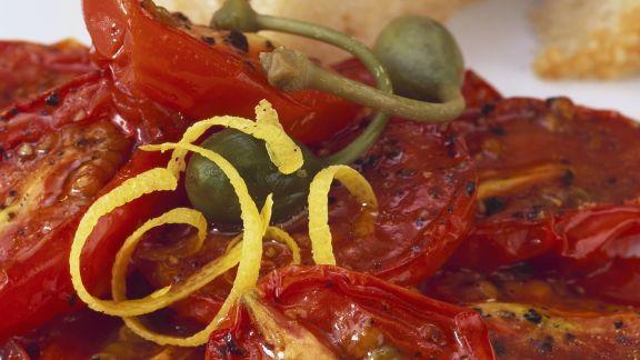 Rezept: Tomaten vom Grill mit Kapern mit Zitronenabrieb