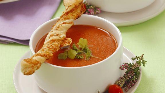 Rezept: Tomatencremesuppe mit Blätterteig-Sticks