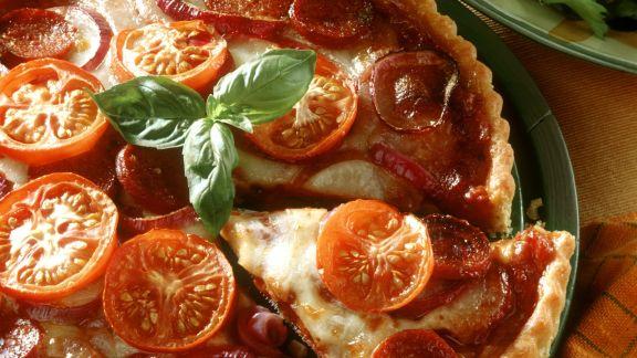 Rezept: Tomatenquiche mit Mozzarella und Paprikawurst