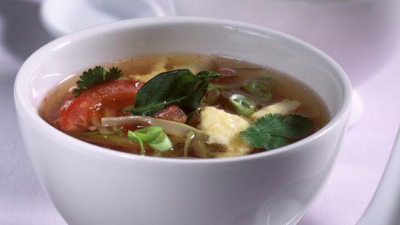 Rezept: Tomatensuppe mit Eierstich auf asiatische Art