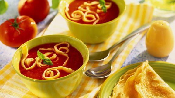 Rezept: Tomatensuppe mit Pfannkuchen