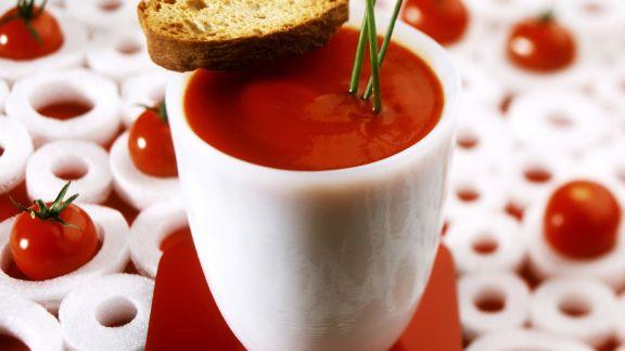Rezept: Tomatensuppe mit Röstbrot