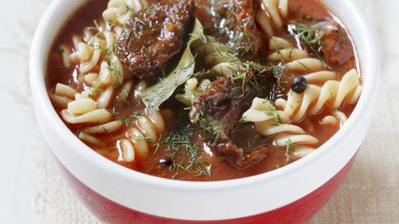 Rezept: Tomatensuppe mit Spiralnudeln