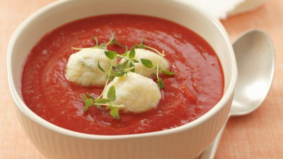 Rezept: Tomatensuppe mit Ziegenkäseklößchen