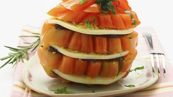 Rezept: Tomatentürmchen mit geräuchertem Mozzarella (Scamorza)
