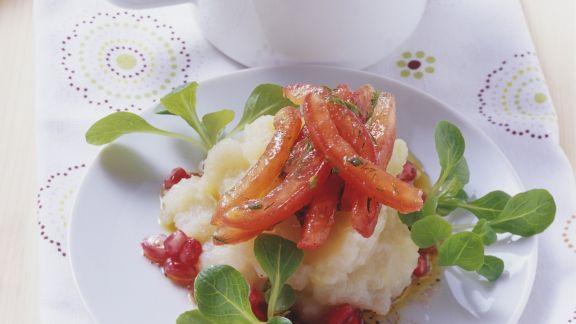 Rezept: Topinambur-Stampf mit Tomaten und Grantapfelsauce