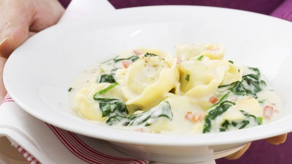 Rezept: Tortellini mit Spinat-Sahnesoße