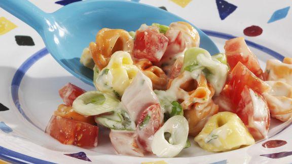 Rezept: Tortellinisalat mit Gemüse und Fleischwurst