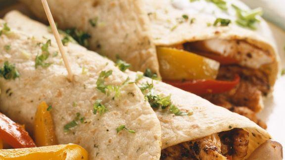 Rezept: Tortillafladen mit Hähnchen und Gemüse