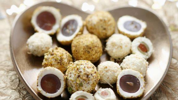 Rezept: Trauben und Oliven im Frischkäsemantel