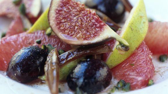 Rezept: Traubensalat mit Feigen und Datteln