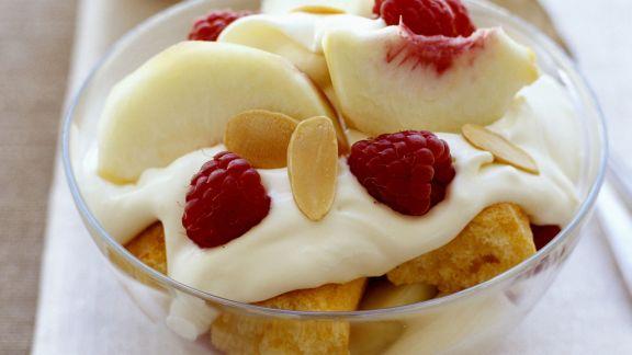 Rezept: Trifle mit Pfirsichen und Himbeeren