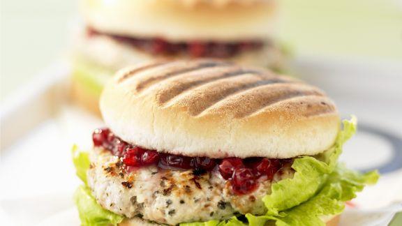 Rezept: Truhthahn-Burger mit Preiselbeeren