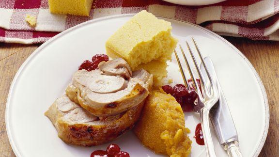 Rezept: Truthahn mit Püree aus Süßkartoffeln, Maisbrot und Preiselbeersoße