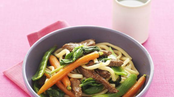 Rezept: Udon-Nudeln mit Rindfleisch und Honigmöhren