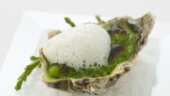 Rezept: Überbackene Auster mit schaumiger Sojabohnen-Soße