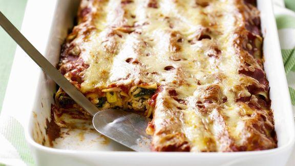 Rezept: Überbackene Cannelloni mit Geflügel, Mais und Rucola