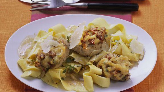 Rezept: Überbackene Medaillons mit Masalasoße und Nudeln