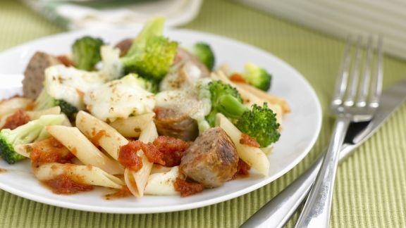 Rezept: Überbackene Nudeln mit Broccoli, Käse und Bratwürsten