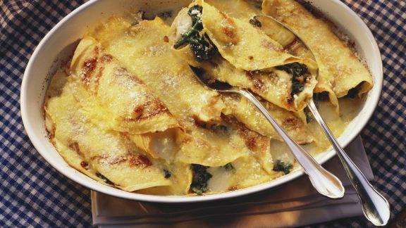 Rezept: Überbackene Pfannkuchen mit Spinat und Mozzarella gefüllt