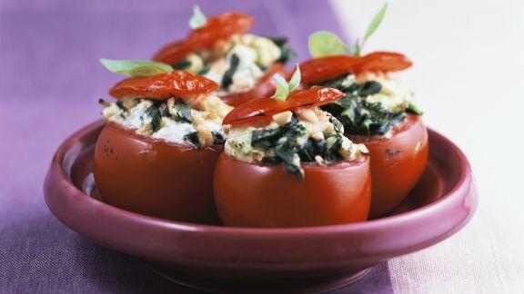 Rezept: Überbackene Tomaten mit Spinat und Frischkäse