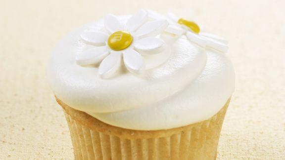 Rezept: Vanille-Cupcake mit Blüten verziert