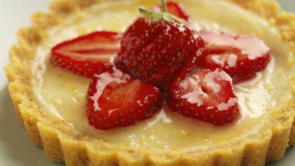 Rezept: Vanilletortelette mit Erdbeeren