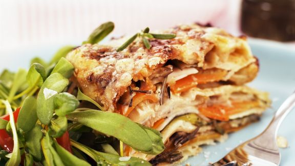 Rezept: Vegetarische Lasagne mit Rapunzel-Tomaten-Salat