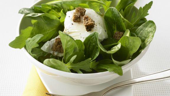 Rezept: Verlorenes Ei mit grünem Salat