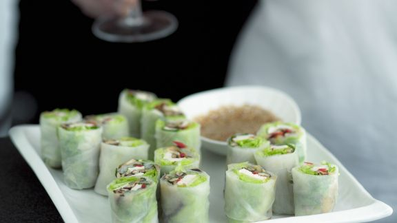 Rezept: Vietnamesische Reispapierpäckchen mit Sesamdip