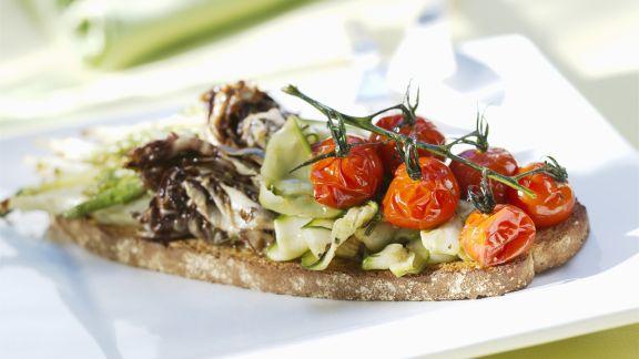 Rezept: Vollkorn-Röstbrot mit gegrilltem Gemüse