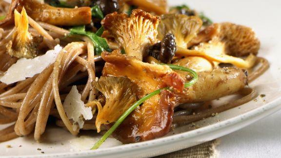 Rezept: Vollkornnudeln mit Pilzen und Parmesan