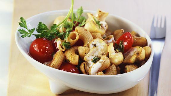 Rezept: Vollkornpasta mit Champignon-Tomaten-Sauce