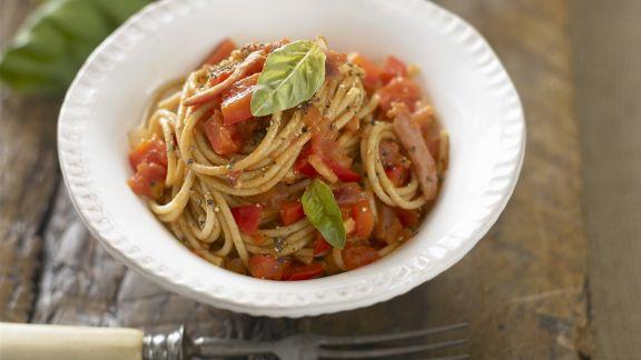 Rezept: Vollkornpasta mit Tomaten und Basilikum