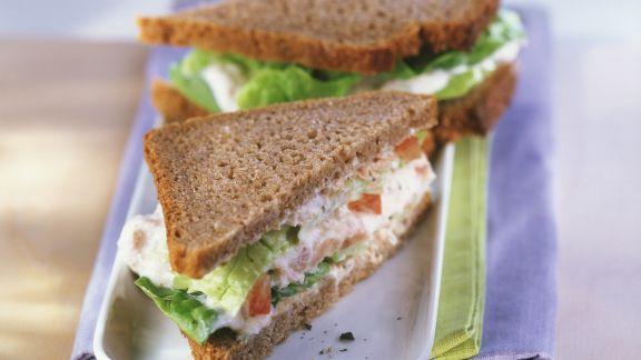 Rezept: Vollkornsandwich mit Thunfisch und Tomaten